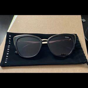 Quay Honey Sunglasses in Black/Smoke